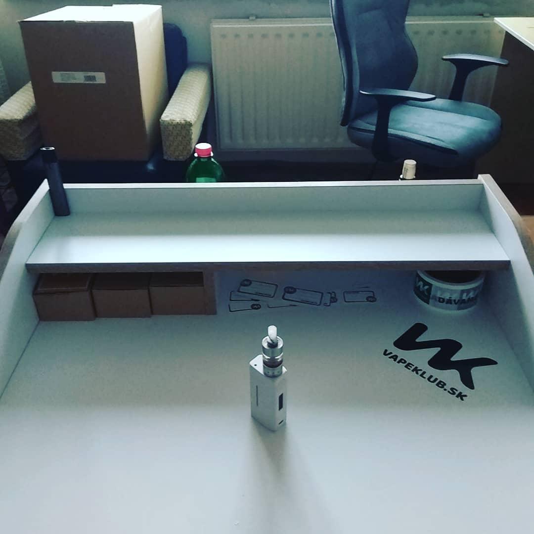 vapeklub-stolik